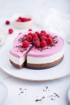 raw raspberry and white chocolate cheesecake