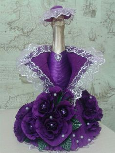 Lady in purple Recycled Glass Bottles, Glass Bottle Crafts, Wine Bottle Art, Bridal Wine Glasses, Chocolate Flowers Bouquet, Personalized Wine Bottles, Wedding Wine Bottles, Decorated Wine Glasses, Wine Decor