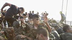 Putschisten werden von der Bevölkerung verprügelt. - Getty Images