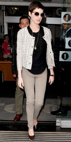 Look of the Day › July 2012 WHAT SHE WORE Hathaway dropped by London's BBC Studios in a Dolce & Gabbana tweed jacket over a black tee and khaki skinnies. She finished the look with platform pumps, Tory Burch shades and a delicate pendant necklace. Anne Hathaway Style, Latest Outfits, Work Wardrobe, Tweed Jacket, Work Attire, Casual Chic, Casual Looks, Celebrity Style, Street Style