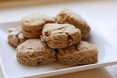 ✯ Scones rustiques ✯ Farine de pois chiche, farine d'épeautre, amande et raisins secs.