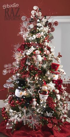 Cool Christmas Tree Theme  ~ 20 Awesome #ChristmasTree Decorating Ideas & Inspirations - Style Estate -
