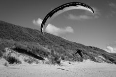 Parapente aan zee... Camperduin ,The Netherlands  Daily Observations Social Documentary Street Photography by Guillaume Groen