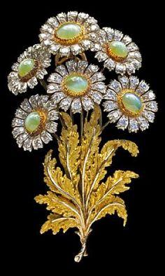 Mario Buccellati, Exquisite Floral Brooch, 1960 Gold chrysoberyl & diamond