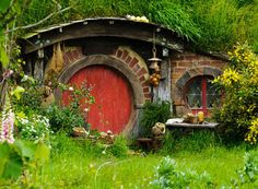 Crystal's exclusive dinner at the Hobbiton movie set in New Zealand includes visiting 'Hobbit Holes' — i., Hobbit homes build into hills Hobbit Door, The Hobbit, Hobbit Land, Earth Sheltered Homes, Underground Homes, Underground Living, Round Door, Earth Homes, Middle Earth
