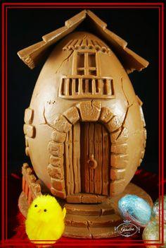 Lunes de Pascua.  Casita de chocolate en forma de huevo. Rico,rico...!!  #bombonespeñalba #chocolat #chocolate #chocoholic #oviedo #instafood #pascua #huevosdepascua