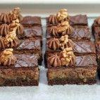Opitý Izidor • recept • bonvivani.sk Sweet Desserts, Sweet Recipes, European Dishes, Czech Recipes, Desert Recipes, Christmas Cookies, Nutella, Deserts, Food And Drink