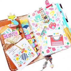 Happy Thursday!!! I love everything about this TN. I haven't missed the rings at all. I'm even thinking about selling all my other planners . Hope you are all having a great day!!