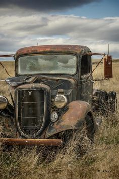 63 Ideas Old Truck Vintage Abandoned Cars – Classic Cars Classic Pickup Trucks, Old Pickup Trucks, Ford Classic Cars, Ford Trucks, Diesel Trucks, Pickup Camper, Chevy Classic, Lifted Trucks, Lifted Ford