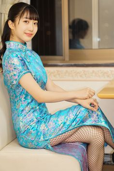 Traditional Fashion, Traditional Dresses, Asian Style Dress, Lennon And Mccartney, Cheongsam Dress, Kimono, Beautiful Asian Women, Chinese Style, Chinese Fashion