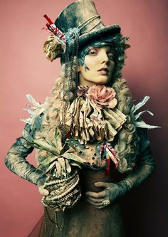 purrsz:    Avant garde in lite Steampunk style ~ Fashion photography, couture.