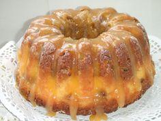 Pastel de manzana con relleno de queso con cobertura de vainilla Ver receta: http://www.mis-recetas.org/recetas/show/68841-pastel-de-manzana-con-relleno-de-queso-con-cobertura-de-vainilla