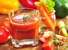 Homemade tomato juice prepared with onion, celery, bay leaf, and paprika not only tastes much better than canned tomato juices but also easy to make and customize to your needs as well. Learn how to make best tomato juice at home with summer's fresh and r Homemade Tomato Juice, Tomato Juice Recipes, Canned Tomato Juice, Healthy Juices, Healthy Drinks, Healthy Recipes, V8 Juice, Juice Drinks, Juice For Skin