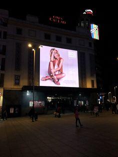 Elsa Pataky For Gioseppo en la pantalla de los Cines Callao de Madrid.