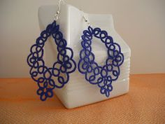 A beautiful earring pattern with diagram included. Tatting Earrings, Tatting Jewelry, Lace Earrings, Tatting Lace, Beaded Jewelry, Handmade Jewelry, Shuttle Tatting Patterns, Tatting Patterns Free, Needle Tatting Tutorial