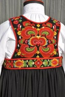 Nesbyen i Hallingdal Folk Costume, Costumes, Norway, Embroidery, Craft, Beautiful, Dresses, Women, Fashion