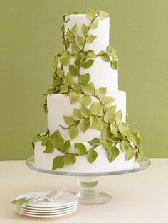 bolo de casamento decorado com folhas Bolo simples de casamento
