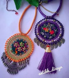 23 Clever DIY Christmas Decoration Ideas By Crafty Panda Fiber Art Jewelry, Textile Jewelry, Fabric Jewelry, Jewelry Art, Beaded Jewelry, Crochet Mandala, Crochet Flowers, Bead Crafts, Jewelry Crafts