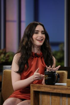 http://www.lily-collins.org/gallery/albums/Events/2012/2012%2003%2022%20The%20Tonight%20Show%20with%20Jay%20Leno/016.jpg