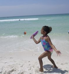Ogodisk is an easy beach game for kids that can be played in the sand or in the water. #beachgames #beachtipsforkids