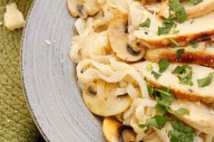 Chicken Alfredo with Mushrooms - Learn more in the Slendier Information Centre. Recipes, articles and videos for a healthy lifestyle.