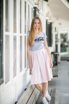 Bonsoir Chérie: Pale Pink and Sneakers - how to combine a midi length skirt.
