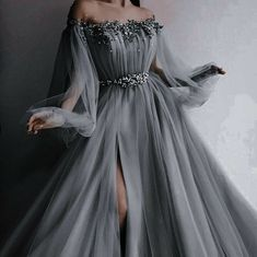 """femme fatale on Twitter: """"Time to cope by making up scenarios in my head where I'm dressed like this… """" Cute Prom Dresses, Ball Dresses, Elegant Dresses, Pretty Dresses, Beautiful Dresses, Formal Dresses, Black Formal Gown, Black Wedding Gowns, Evening Dresses"""