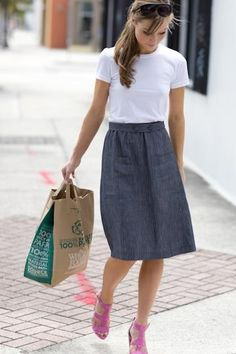 Cute skirt. Not to fitted or too full, and with pockets.