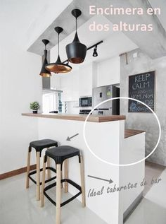 Browse photos of Small kitchen designs. Discover inspiration for your Small kitchen remodel or upgrade with ideas for organization, layout and decor. Kitchen Dinning, New Kitchen, Kitchen Decor, Kitchen Walls, Kitchen Soffit, Dining Area, Kitchen Ideas, Kitchen Cabinets, Küchen Design
