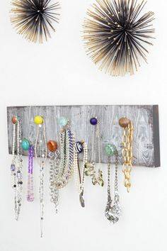 I love this wall mounted necklace organizer, great for all my statement necklaces. I love this wall mounted necklace organizer, great for all my statement necklaces. Diy Necklace Holder, Jewelry Holder, Necklace Display, Jewelry Stand, Jewelry Organizer Wall, Jewelry Organization, Jewelry Storage, Office Organization, Tiffany Jewelry