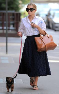 I have really been obsessing over Ashley Olsen's The Row Croc Bag and her Prada Baroque sunglasses. Ashley Olsen Style, Olsen Twins Style, Fall Fashion Trends, Spring Fashion, Autumn Fashion, Fashion Bloggers, Petite Fashion, Curvy Fashion, Olsen Fashion