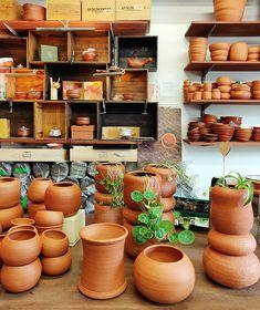 Udumbaran kukkaruukut / Finnish handmade flower pots - Cirkus Tea Art, Ceramic Artists, Handmade Flowers, Flower Pots, Planter Pots, Sculptures, Clay, Ceramics, Studio