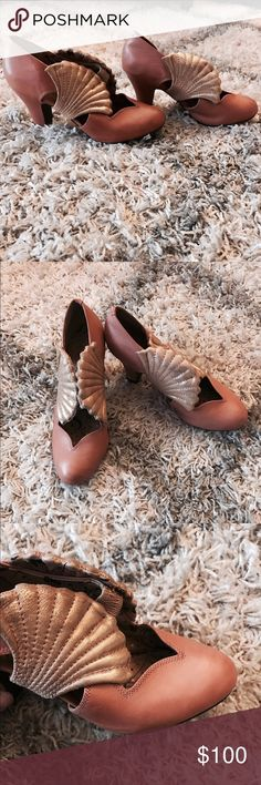 Mod Cloth 40s Style Shell Heels These 1940s style heels are absolutely adorable! They are a blush/pink color with gold shells on either side. Only worn twice and never worn outside! In beautiful condition! ModCloth Shoes Heels