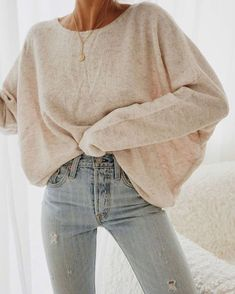 Cozy Winter Stylish Outfit Ideas For Beauty Women Keeping warm is vital to our health and comfort and in the depths of an icy cold winter, it becomes […] Winter Fashion Outfits, Fall Winter Outfits, Autumn Winter Fashion, Winter Wear, Fashion Clothes, Fashion Accessories, Fashion Mode, Look Fashion, Fashion Trends