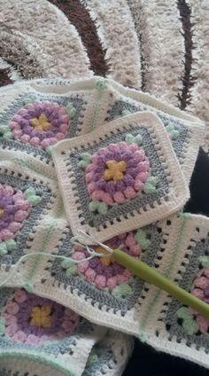 Diy Crochet Granny Square, Easy Crochet Blanket, Crochet Square Patterns, Crochet Blocks, Crochet Borders, Crochet Squares, Crochet Blanket Patterns, Baby Knitting Patterns, Crochet Projects