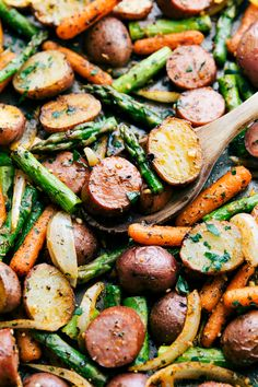 Sub broccoli for asparagus. - One Pan Roasted Garlic Potatoes, Asparagus, Carrots, and Sausage tossed with olive oil and an amazing seasoning mix. Potato Recipes, Pork Recipes, Cooking Recipes, Healthy Recipes, Potato And Asparagus Recipe, Meals With Asparagus, Asparagus Quiche, Quiche Recipes, Recipes With Sausage Healthy