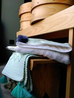 #mercadoloftstore #umseisum #porto #store #loja #madeira #wood #peneira #banco #stool #pine #pinewood #toalha  #toalha #tapete #cor #colour #contrast