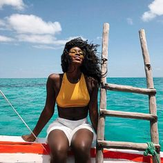 Lee Litumbe introduces Africa really well. She is currently exploring the continent with her particula style while shooting people, animals, and amazing landscapes.