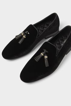 Clothes by using Loafers, meet along with trainers, and such days a checklist of potentialities is countless. Velvet Loafers Mens, Mens Loafers Shoes, Black Suede Loafers, Velvet Shoes, Shoes Men, Groom Shoes, Outfits Hombre, Formal Shoes, Dress Shoes