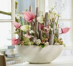 Blumengesteck mit haltbaren Anthurien.
