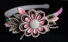 Kanzashi flowers ideas More Satin Ribbon Flowers, Cloth Flowers, Ribbon Art, Diy Ribbon, Fabric Ribbon, Ribbon Crafts, Flower Crafts, Ribbon Bows, Diy Flowers