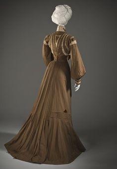 Dress, France, 1900, LACMA, back