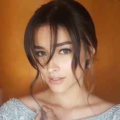 Congratulations to Liza Soberano who won the best dressed for the 2016 Star Magic Ball And we always stop and write about a pretty lady. And there is no one prettier here in the. Most Beautiful Faces, Beautiful Eyes, Beautiful Women, Pretty Brown Eyes, Pretty Face, Filipina Beauty, Mode Glamour, Hair Styles 2016, Woman Face