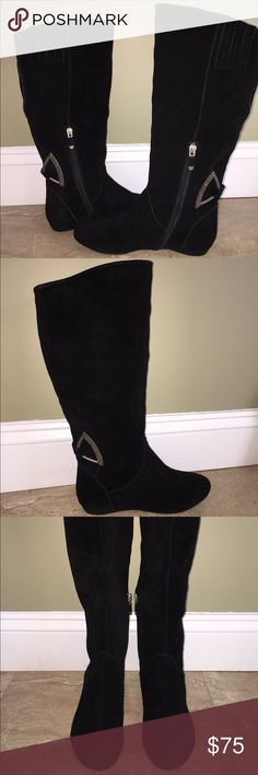 "B. Makowsky Suede Slouch Boots Size 6m Inside zipper, hardware detail on back ankle, padded insole, textured outsole. Approximate measurements: Heel 1/2 inch, Shaft 15"", Calf circumference 15"". True to size. *NEVER WORN b. makowsky Shoes"