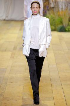 H&M Spring 2017 Ready-to-Wear Fashion Show - Amber Valletta (Women)
