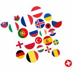 Europa Frankreich - Der Umriss von Frankreich aus Fahnen von vielen Europäischen Ländern die zur Fußball Europameisterschaft in Frankreich 2016 mit dabei sind.
