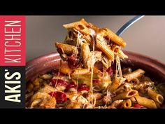 Oven baked penne with cheese and bacon by Greek chef Akis Petretzikis. Such a quick and easy recipe to make a deliciously comforting dish any time of day! Baked Penne, Baked Pasta Recipes, Chef Recipes, Cookbook Recipes, Greek Recipes, Cooking Recipes, Comme Un Chef, Le Chef, Healthy Dishes