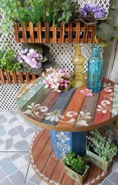 42 Summer Porch Decor Ideas that will delight you this season 42 Summer Porch Decor Ideas that will delight you this season Ihre Veranda ist der perfekte Ort, im Sommer zu 42 coole Sommer-Veranda-Dekor-Ideen,. Pallet Furniture, Furniture Projects, Wood Projects, Painted Furniture, Repurposed Furniture, Bedroom Furniture, Painted Wood, Antique Furniture, Painted Stools