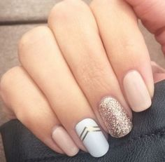 The advantage of the gel is that it allows you to enjoy your French manicure for a long time. There are four different ways to make a French manicure on gel nails. Shellac Nails, Toe Nails, Pink Nails, Gel Nail Art, Nail Polish, Nagel Gel, Manicure And Pedicure, Natural Nails, Nails Inspiration