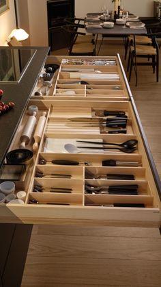 LINE Silk Three levels of drawers di Santos Kitchen Room Design, Kitchen Cabinet Design, Modern Kitchen Design, Home Decor Kitchen, Interior Design Kitchen, Home Kitchens, Kitchen Drawer Organization, Diy Kitchen Storage, Kitchen Drawers